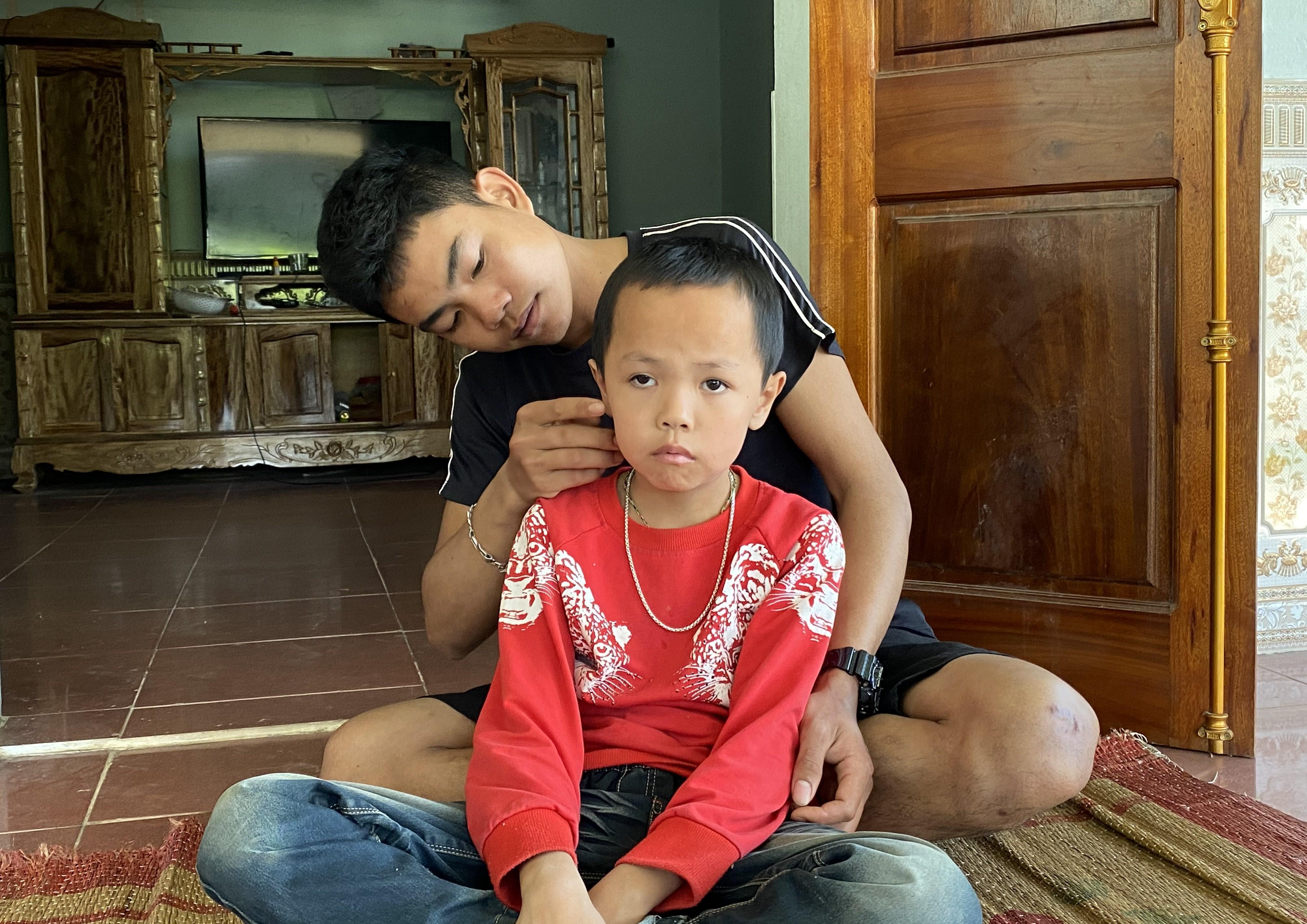 Bố mẹ chết vì tai nạn sập mỏ, 3 anh em Lương Tuấn Thành nương tựa nhau mà sống
