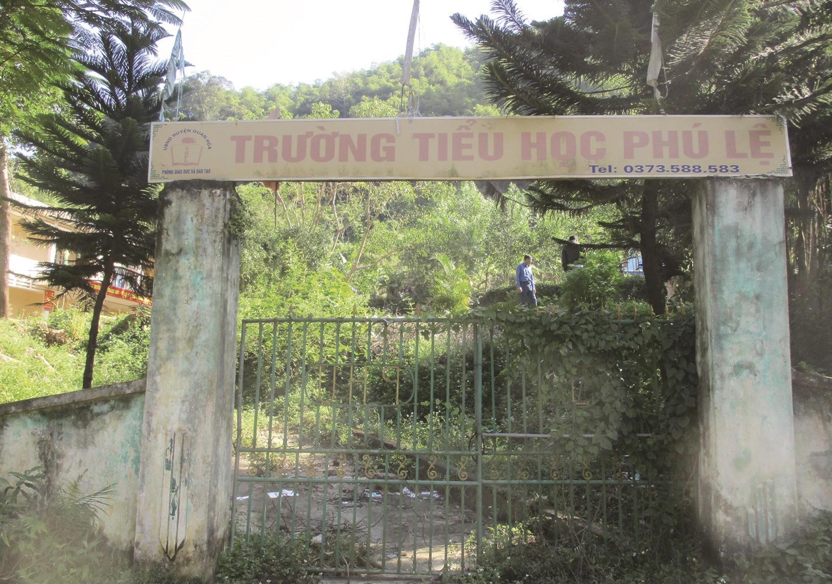 Cổng trường Tiểu học Phú Lệ, huyện Quan Hóa