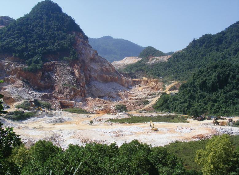 Đại công trường khai thác đá của Công ty CP Á Châu