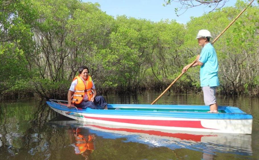 Du khách bắt đầu tìm thiên nhiên hoang sơ ở rừng ngập mặn bàu Cá Cái