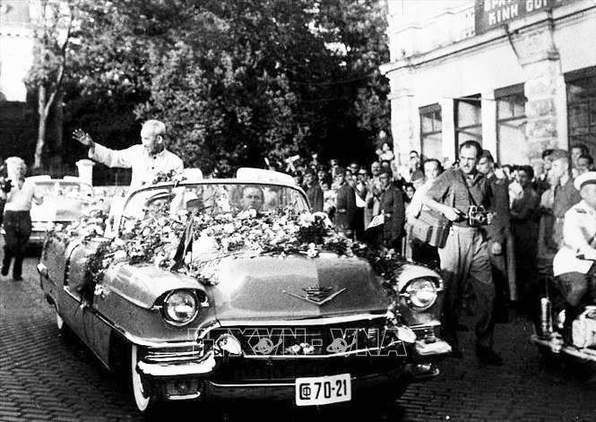 Nhân dân Thủ đô Sofia nồng nhiệt chào mừng Chủ tịch Hồ Chí Minh thăm hữu nghị chính thức Bulgaria, tháng 8/1957. Ảnh: Tư liệu/TTXVN phát