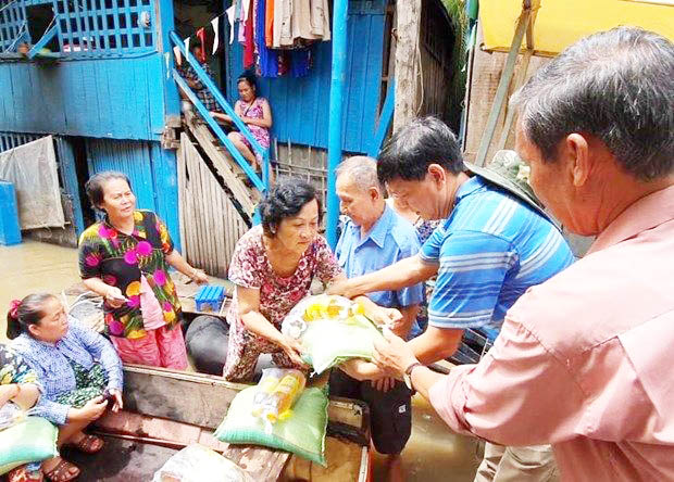 Người gốc Việt ở Preah Sihanouk tương trợ nhau mùa Covid-19. (Nguồn: TTXVN)