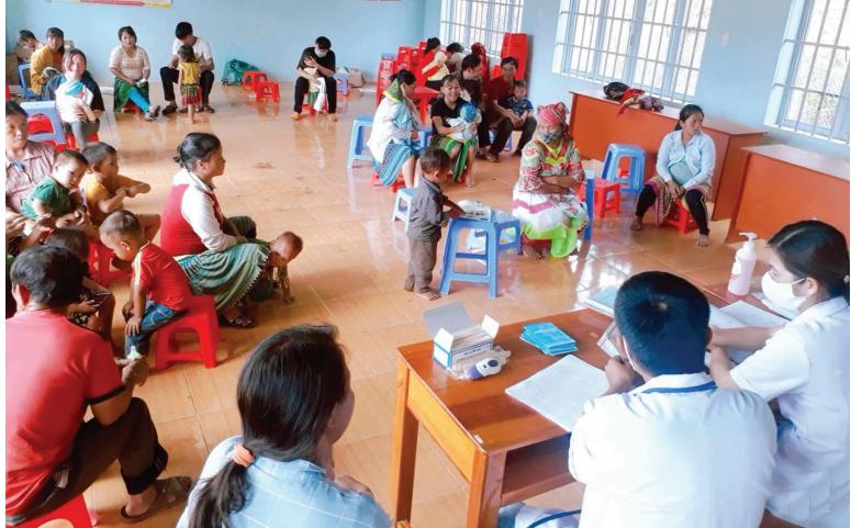 Trạm y tế xã Quảng Hòa tiêm phòng bạch hầu tại Hội trường thôn 12.