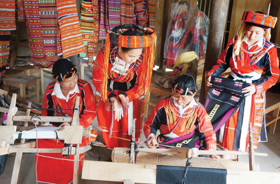 Bảo tồn và phát huy nghề thủ công truyền thống của dân tộc Pà Thẻn. Ảnh TL