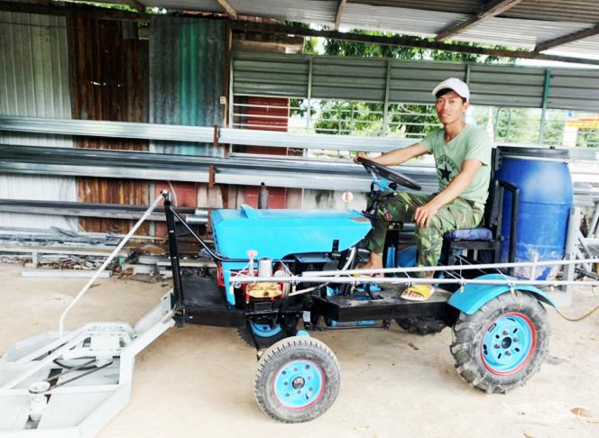 Chân dung anh nông dân sáng chế máy nông nghiệp mini đa chức năng