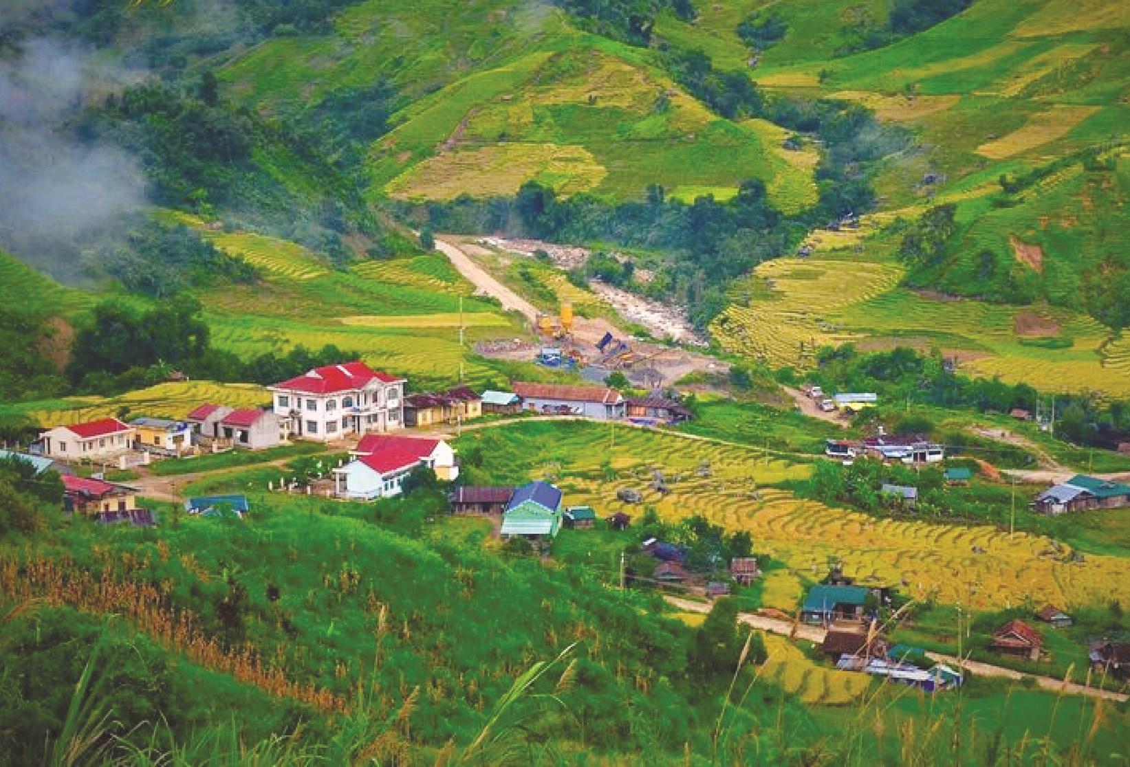 Toàn cảnh thung lũng Măng Ri nhìn từ trên cao