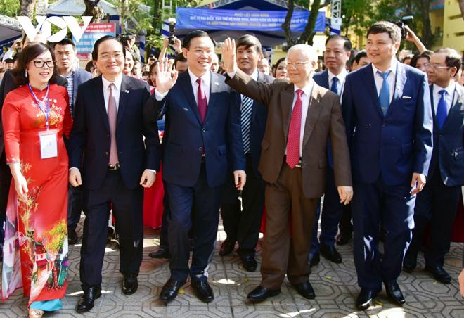 Tổng Bí thư, Chủ tịch nước Nguyễn Phú Trọng về thăm trường cũ THPT Nguyễn Gia Thiều.