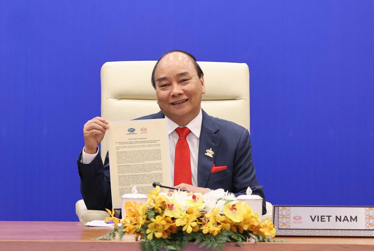 Thủ tướng Nguyễn Xuân Phúc và các nhà lãnh đạo các nền kinh tế thành viên APEC thông qua Tuyên bố Putrajaya về Tầm nhìn APEC tới năm 2040. Ảnh: VGP/Quang Hiếu
