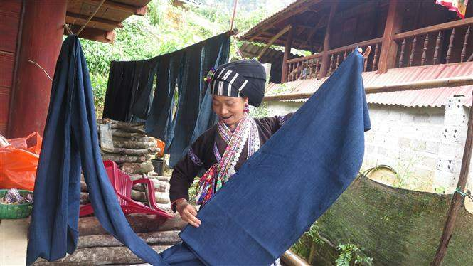 Nghề dệt thổ cẩm của đồng bào dân tộc Lự ở huyện Tam Đường, Lai Châu. Ảnh: Việt Hoàng/TTXVN
