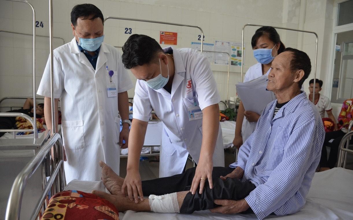 Các bác sĩ tuyến tỉnh thường xuyên được tăng cường về hỗ trợ cho các TTYT huyện