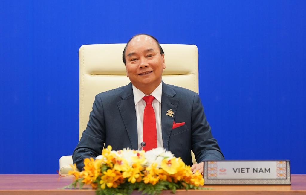 Thủ tướng Nguyễn Xuân Phúc dự lễ khai mạc Hội nghị Cấp cao APEC lần thứ 27 tại đầu cầu Hà Nội. Ảnh: VGP/Quang Hiếu