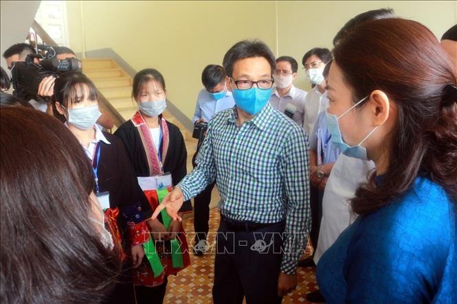 Phó Thủ tướng Vũ Đức Đam kiểm tra công tác phòng chống dịch COVID-19 tại Trường Phổ thông dân tộc nội trú tỉnh Quảng Ninh. Ảnh: Đức Hiếu - TTXVN