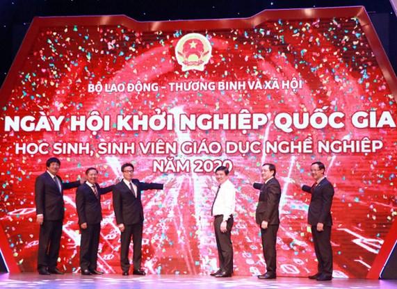 Phó Thủ tướng Chính phủ Vũ Đức Đam cùng lãnh đạo các Bộ, ngành và Lãnh đạo TP. Hồ Chí Minh nhấn nút khởi động Ngày hội Khởi nghiệp quốc gia HSSV GDNN năm 2020.