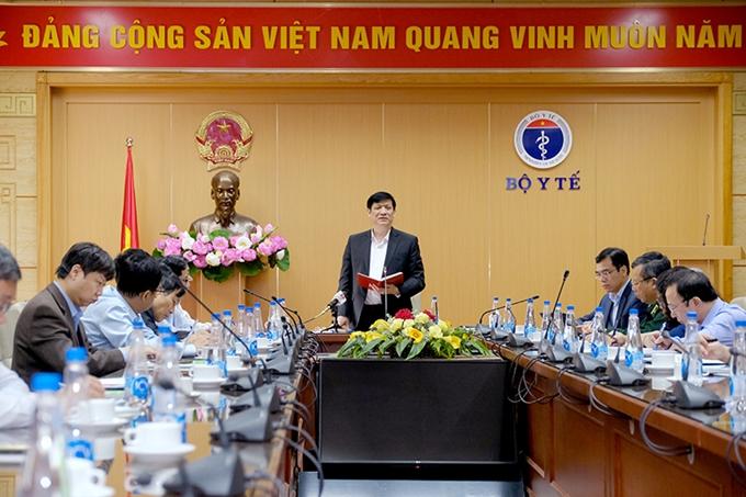 Bộ trưởng Nguyễn Thanh Long yêu cầu tăng cường số mẫu xét nghiệm COVID-19. (Ảnh: Trần Minh)