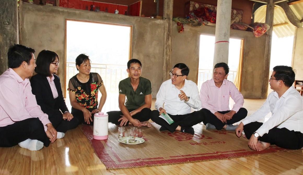 Đoàn công tác thăm hỏi, động viên gia đình anh Lý Đạt Hưởng ở thôn Trĩ Ngoài, xã Phúc Khánh, huyện Bảo Yên ( Lào Cai )