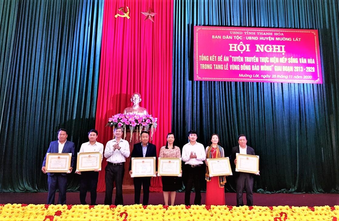 Các tập thể và cá nhân được Chủ tịch UBND tỉnh Thanh Hóa tặng Bằng Khen vì đã có thành tích xuất sắc trong thực hiện Đề án