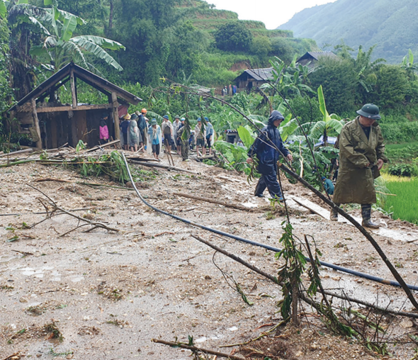 Mưa lũ vùi lấp nhà cửa, đất canh tác của người dân ở xã Bản Nhùng, huyện Hoàng Su Phì (Hà Giang) ngày 21/7/2020