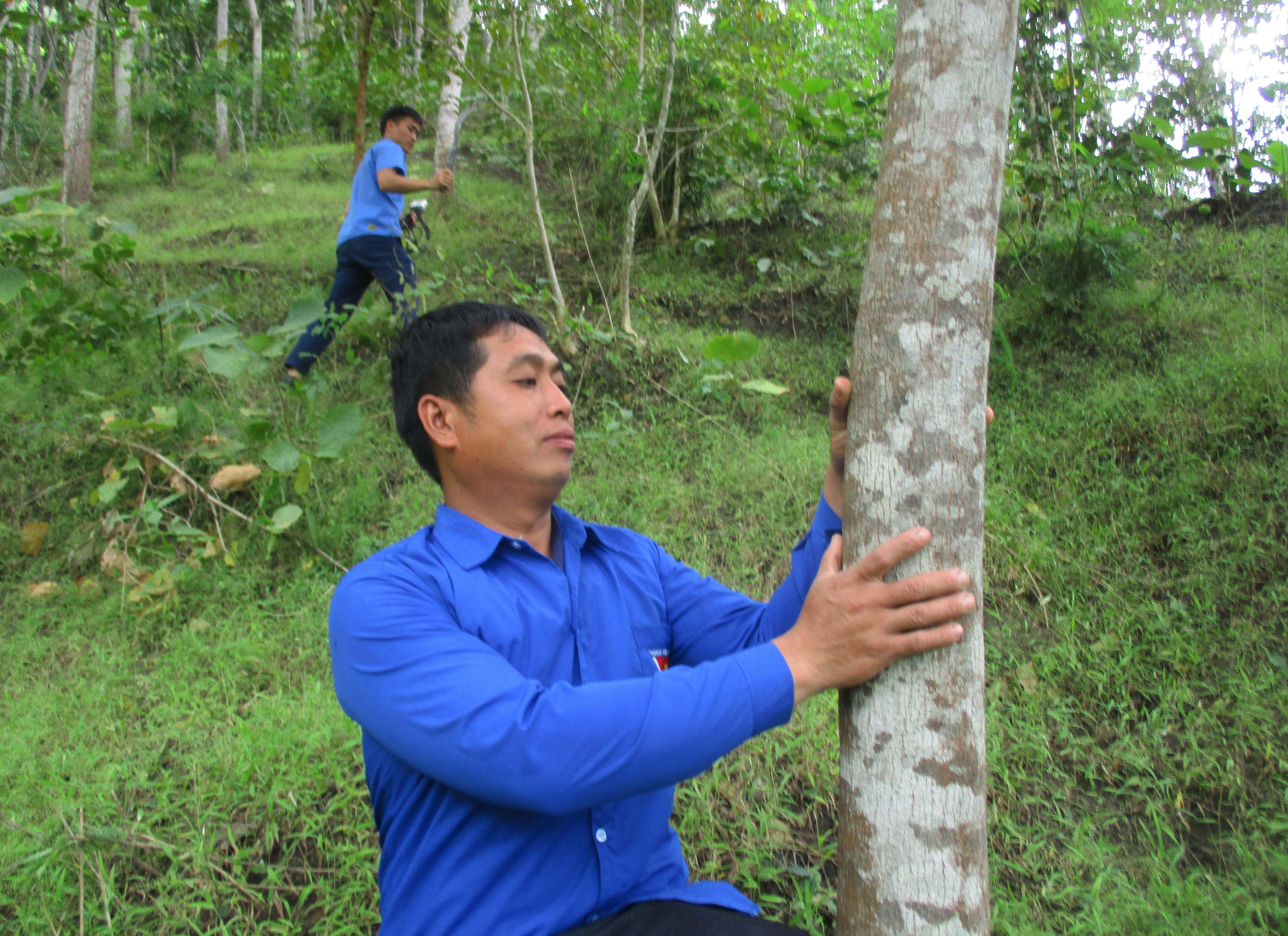 Anh Hà Văn Điệp ở bản Lát, là một trong những thanh niên tích cực với phong trào gây rừng ở Mường Lát