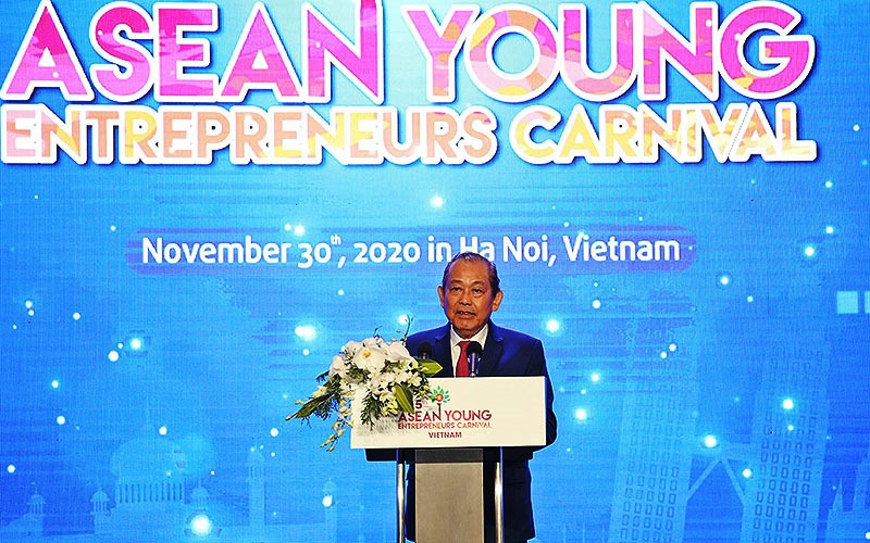 Đồng chí Trương Hòa Bình phát biểu tại Diễn đàn.