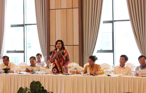 Các đại biểu đóng góp ý kiến trình bày ý kiến tại hội thảo đánh giá 3 năm thực hiện Đề án Bồi dưỡng kiến thức dân tộc theo Quyết định số 771/QĐ-TTg