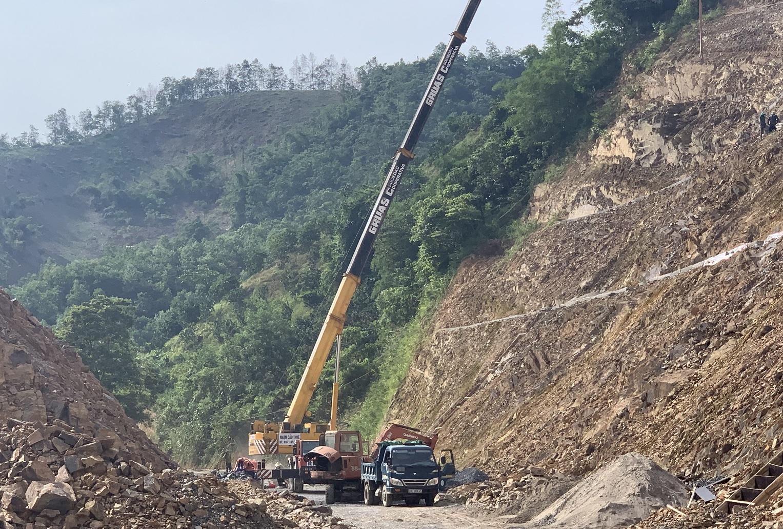 Huyện Đà Bắc đã và đang kè lại các điểm giao thông trọng yếu, để đảm bảo giao thông được thông suốt, phục vụ công tác PCTT&TKCN