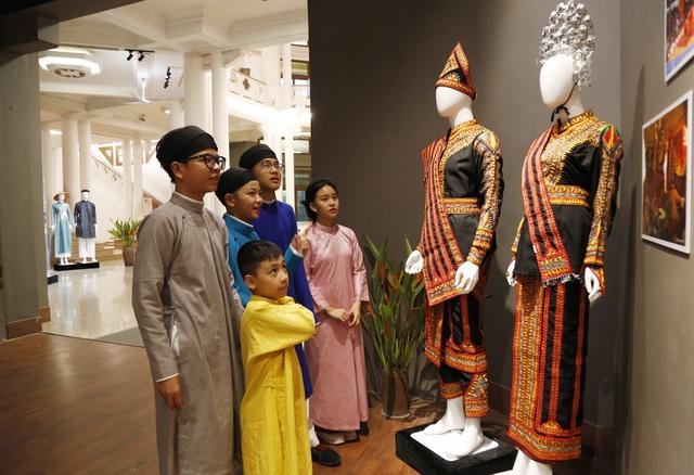 Triển lãm Trang phục truyền thống các nước ASEAN diễn ra tại Bảo tàng Lịch sử Quốc gia hồi tháng10.