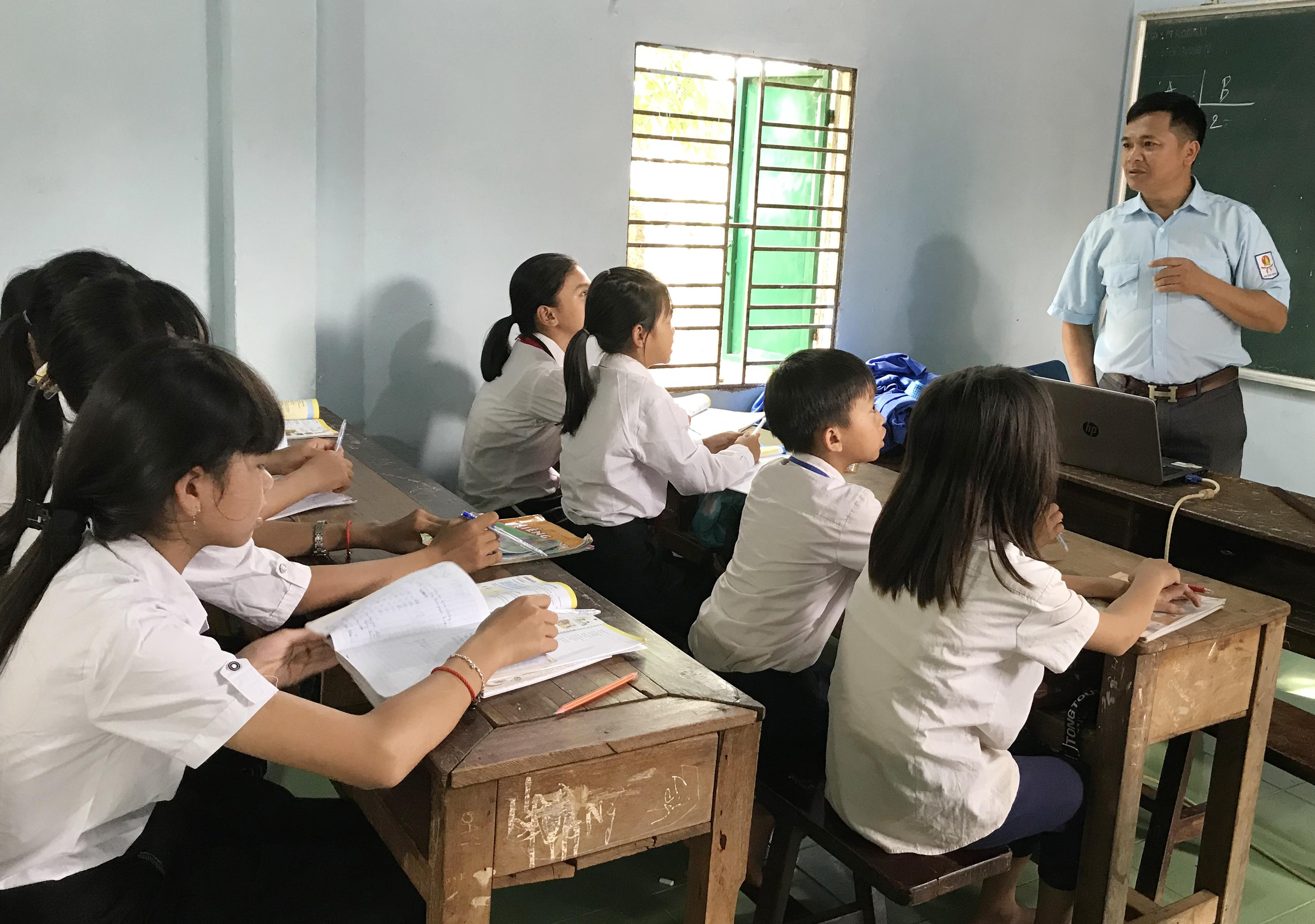 """Giờ học tiếng Anh của thầy Hải tại tại """"Lớp học yêu thương"""""""