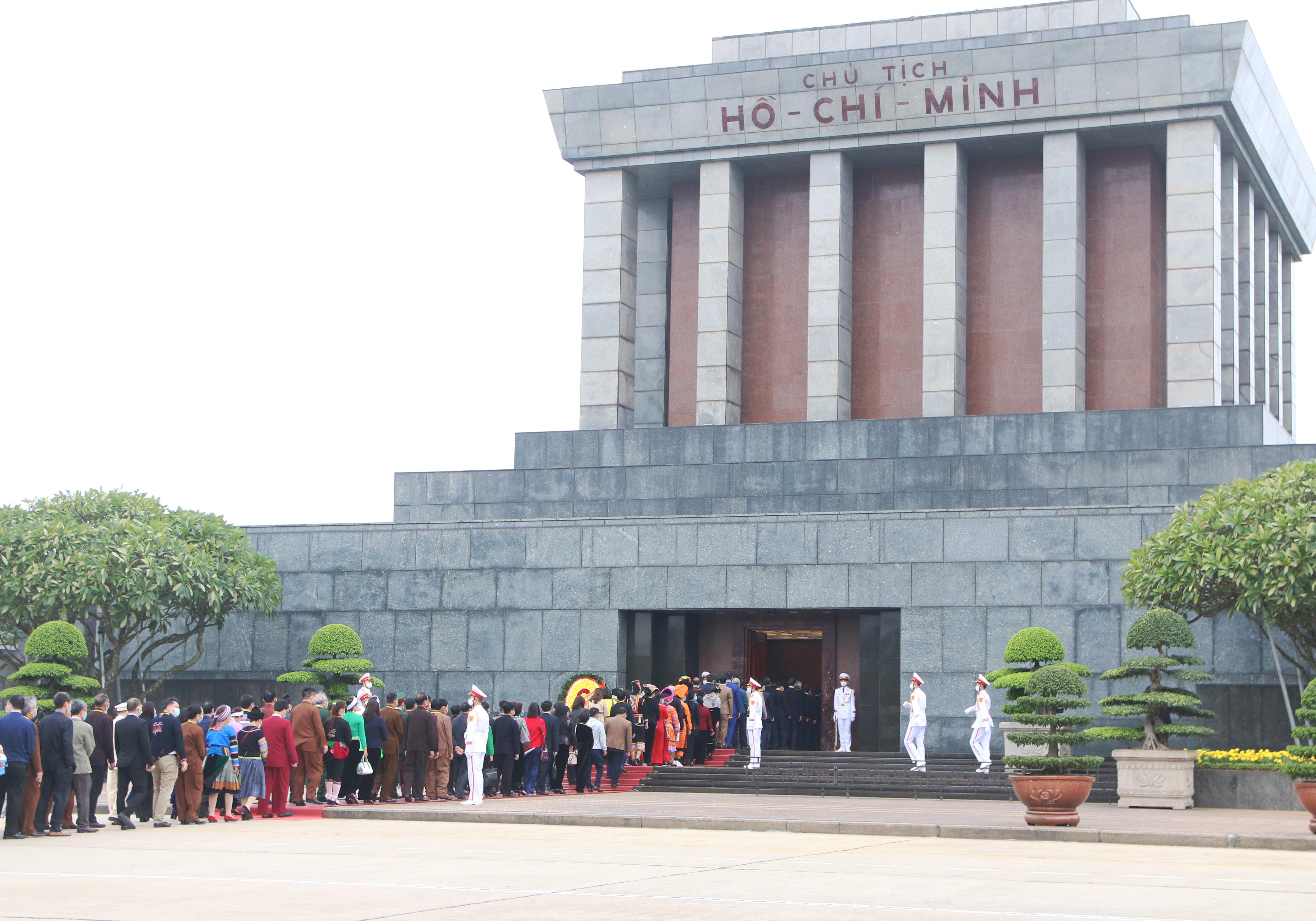 Các đại biểu vào Lăng viếng Chủ tịch Hồ Chí Minh