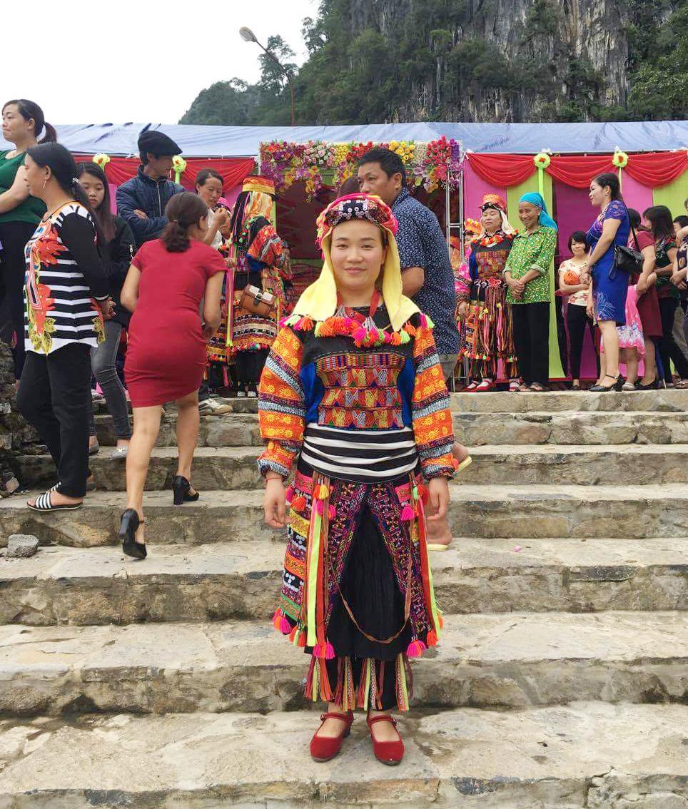 Cô giáo Dìu Thị Quyến trong trang phục truyền thống dân tộc Lô Lô