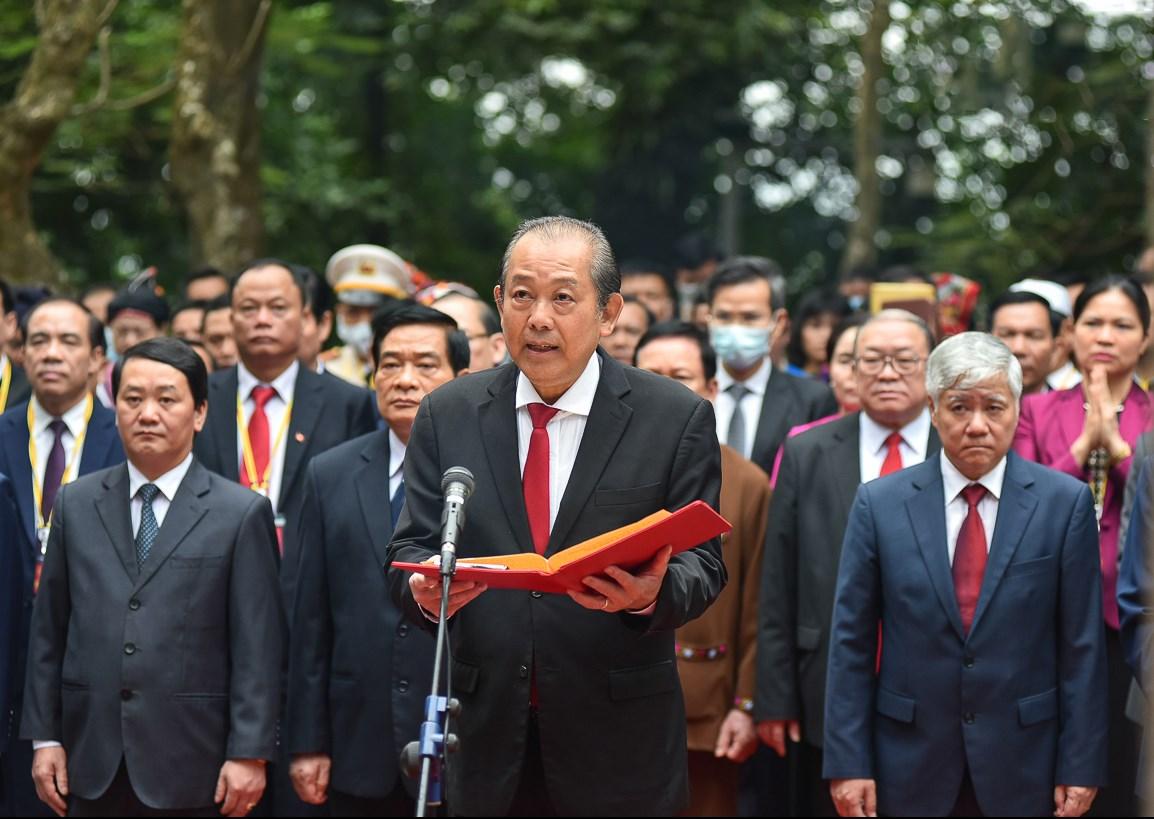 Phó Thủ tướng Thường trực Chính phủ Trương Hòa Bình đọc kính cáo trước anh linh các Vua Hùng