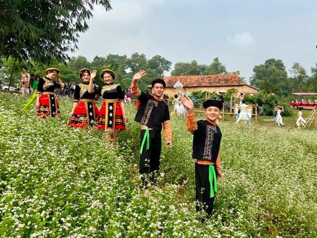 """Chuỗi hoạt động tháng 12 tại Làng Văn hóa Du lịch các dân tộc Việt Nam có chủ đề """"Làng và những sắc hoa"""""""