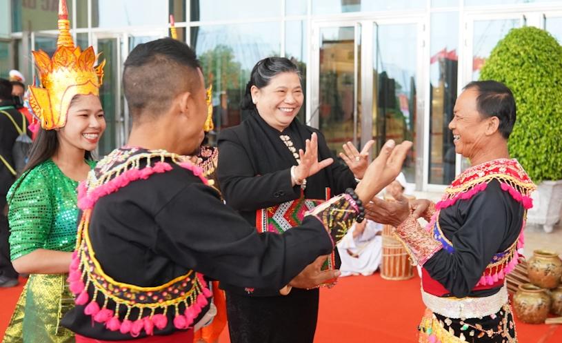 Phó Chủ tịch Thường trực Quốc hội Tòng Thị Phóng và các đại biểu dự Đại hội