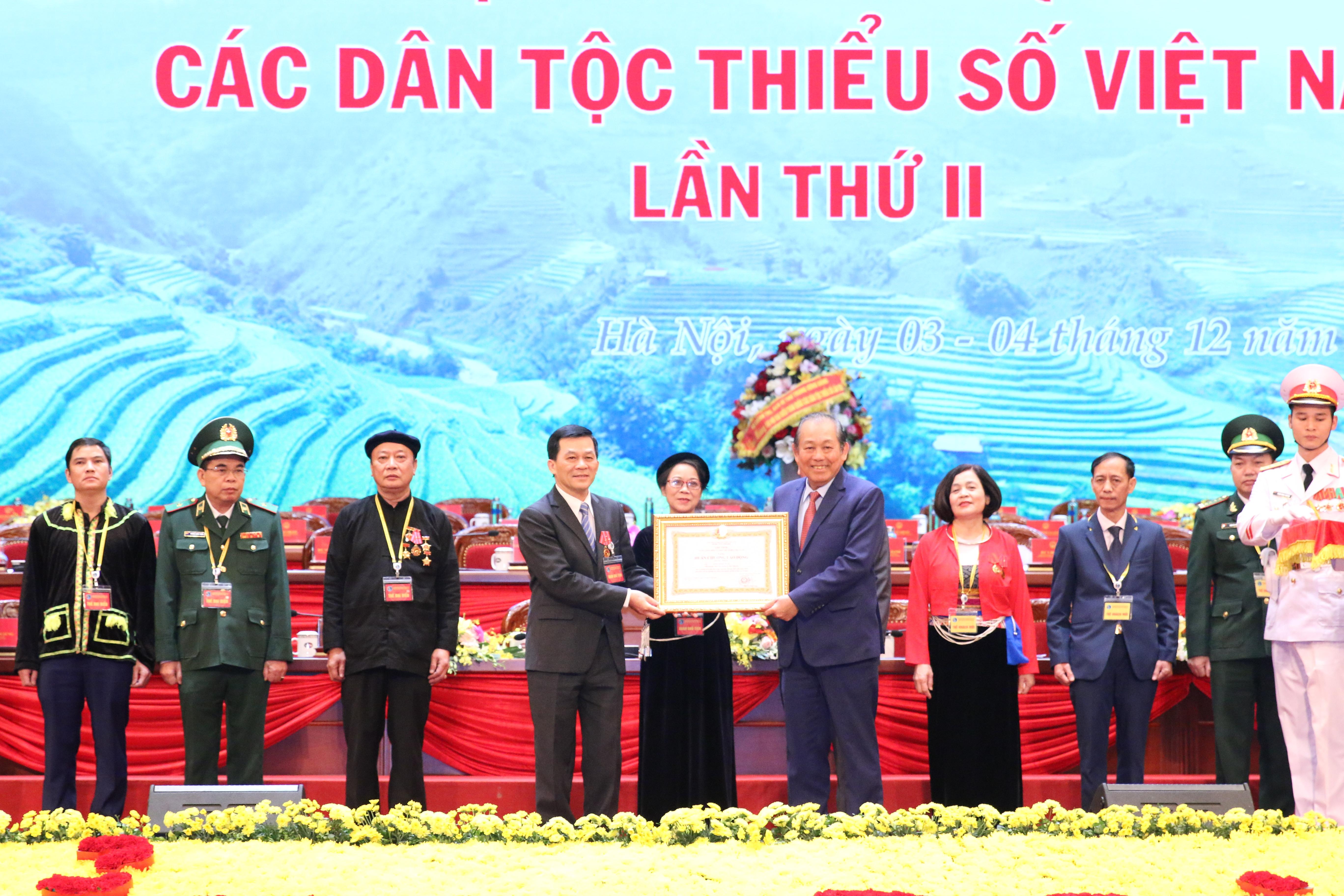 Phó Thủ tướng Thường trực Chính phủ Trương Hòa Bình trao tặng Huân chương lao động hạng Nhất cho Thứ trưởng, Phó Chủ nhiệm UBDT Nông Quốc Tuấn