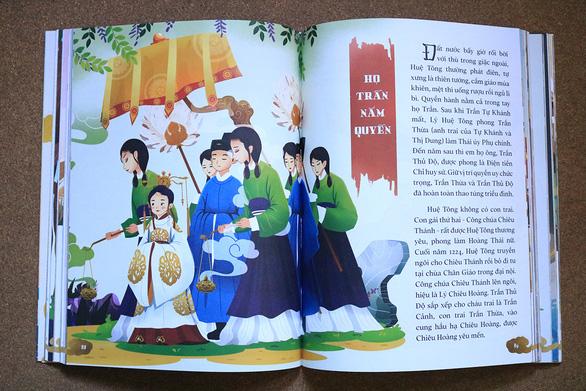 Một trong các bức tranh trong Việt sử diễn họa - Ảnh: Thùy Dung