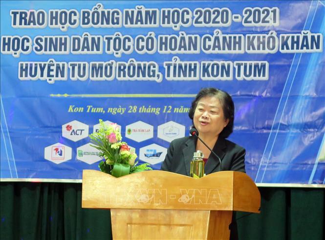 Bà Trương Mỹ Hoa - nguyên Bí thư Trung ương Đảng, nguyên Phó Chủ tịch Nước, Chủ tịch Quỹ học bổng Vừa A Dính phát biểu tại buổi lễ. Ảnh: Khoa Chương/TTXVN