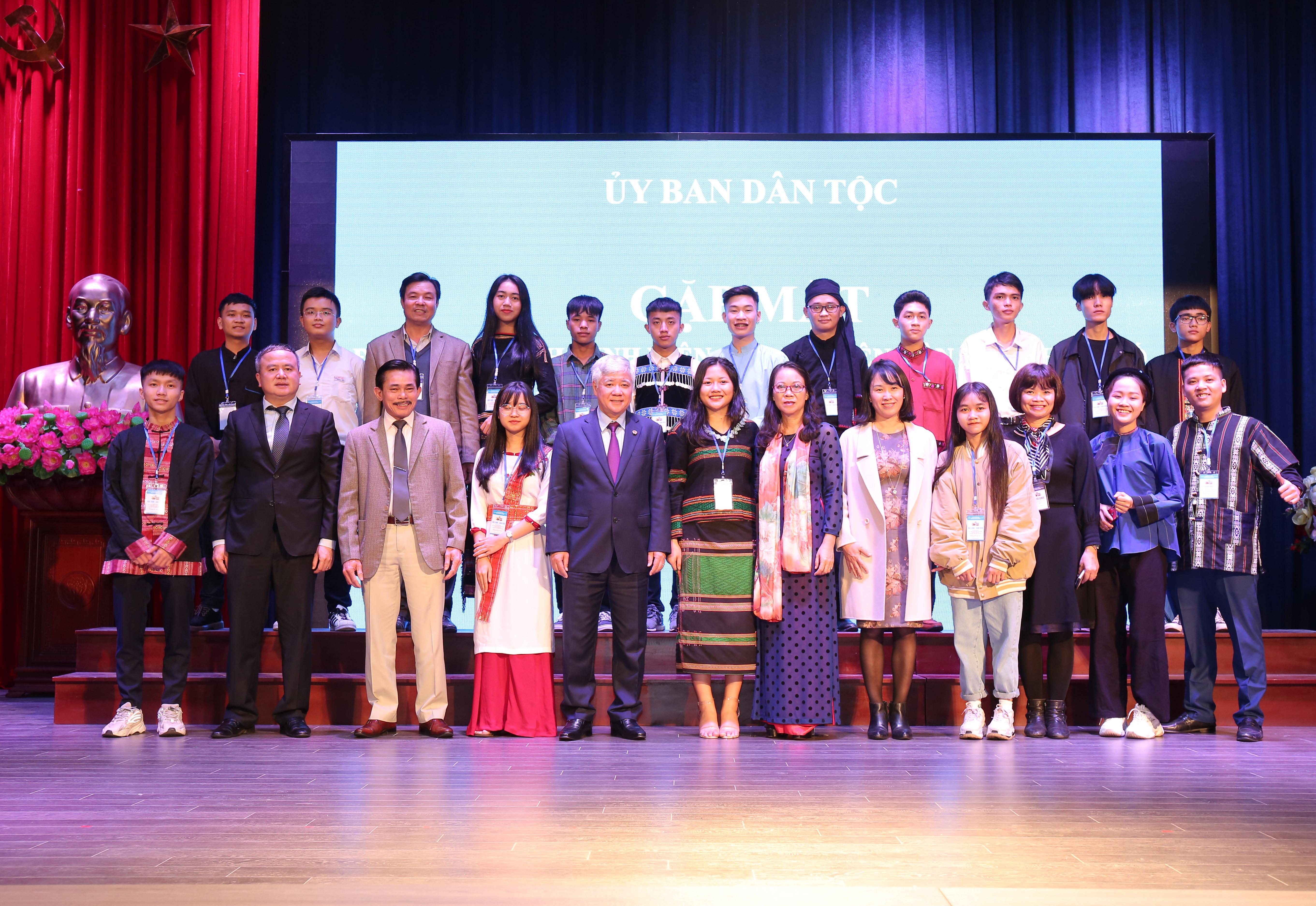 Bộ trưởng, Chủ nhiệm Đỗ Văn Chiến gặp mặt Đoàn học sinh, sinh viên, thanh niên dân tộc thiểu số xuất sắc, tiêu biểu năm 2020 7