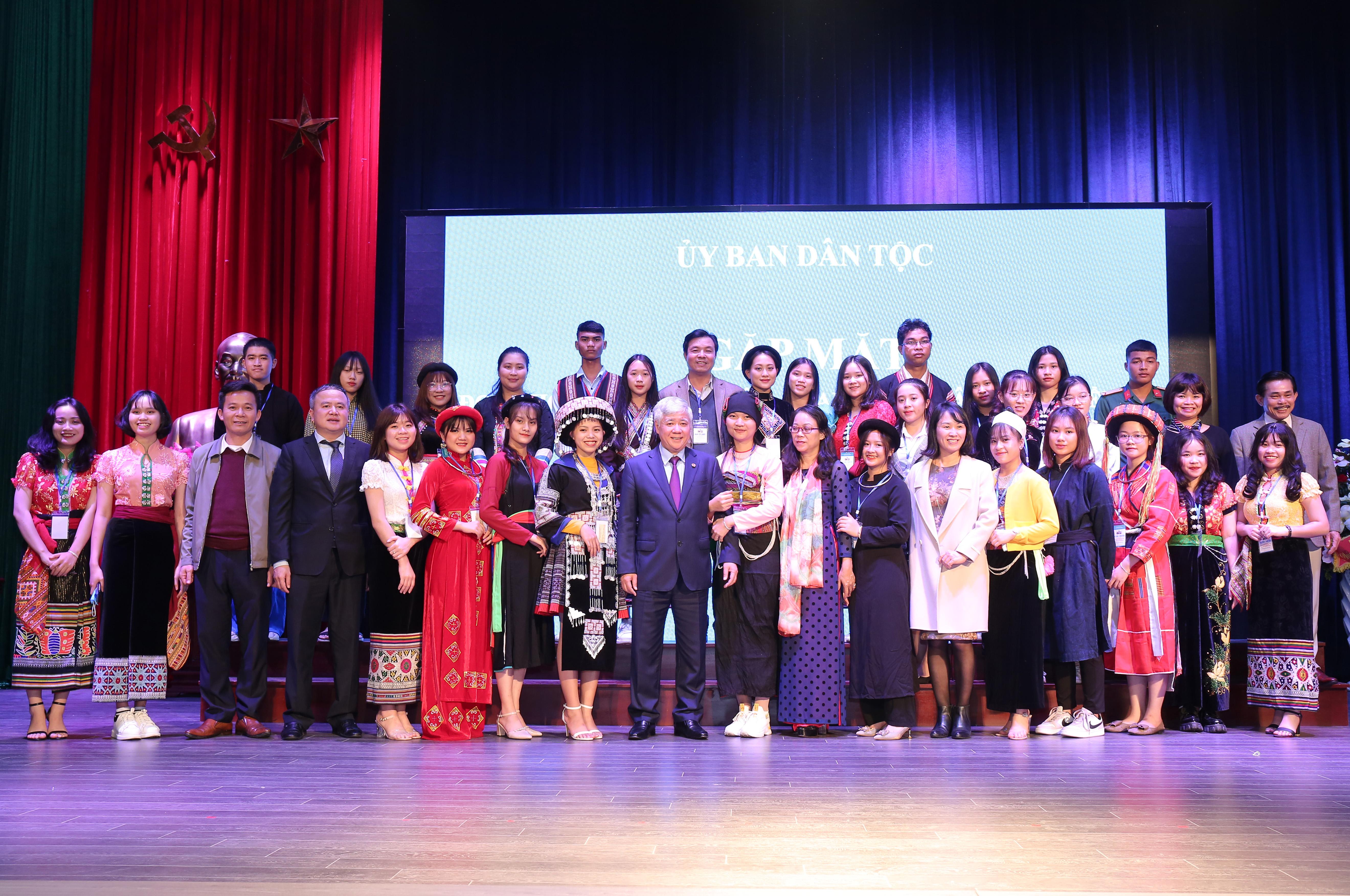Bộ trưởng, Chủ nhiệm Đỗ Văn Chiến gặp mặt Đoàn học sinh, sinh viên, thanh niên dân tộc thiểu số xuất sắc, tiêu biểu năm 2020 8