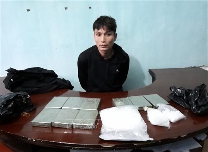 Đối tượng Bùi Quý Dương bị bắt giữ cùng tang vật tại Cơ quan Cảnh sát điều tra.