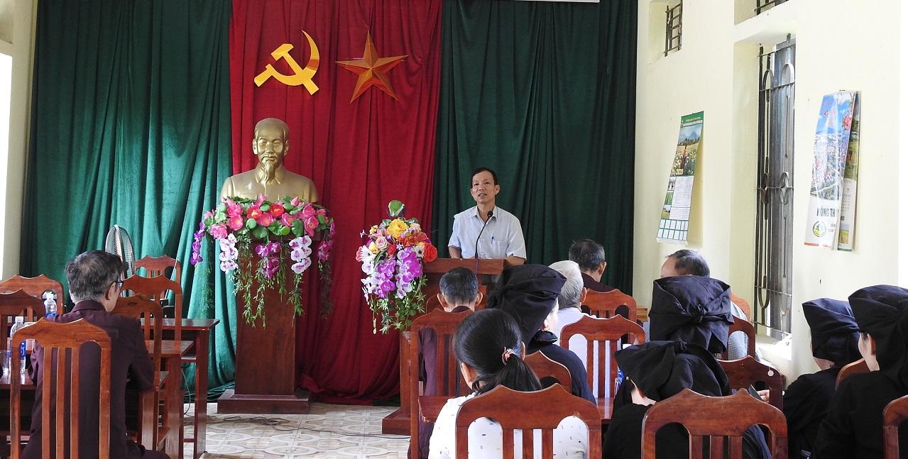 Ông Lưu Văn Chương trong buổi sinh hoạt chi bộ thôn Quang Minh, xã Minh Quang, Tam Đảo, Vĩnh Phúc.