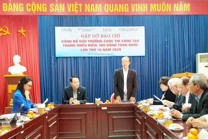 Tiến sĩ Phạm Văn Tân, Phó Chủ tịch kiêm Tổng Thư ký Liên hiệp các Hội Khoa học và Kỹ thuật Việt Nam, Phó Trưởng ban chỉ đạo cuộc thi phát biểu tại cuộc họp báo.