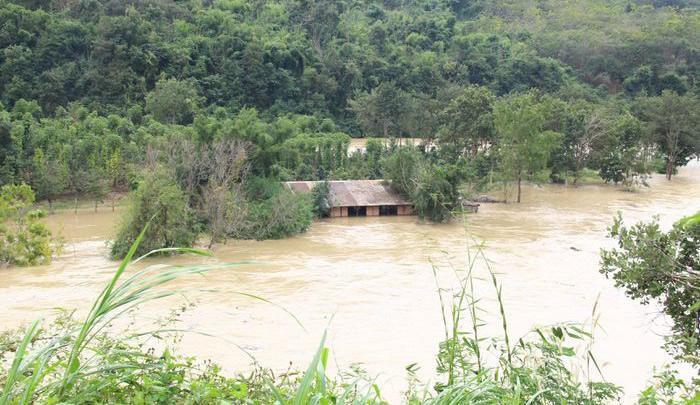 Thủy điện Buôn Kuốp xả nước ồ ạt khiến cho nhiều tài sản của người dân bị nhấn chìm trong nước (Ảnh tư liệu)