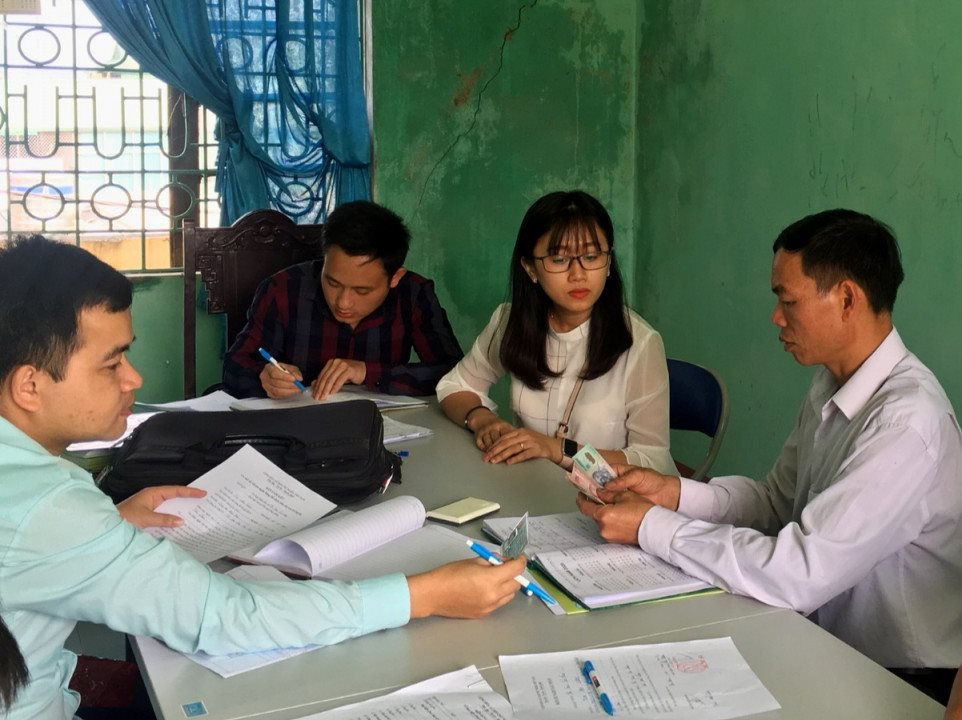 Niềm vui của người dân tỉnh Điện Biên khi nhận tiền hỗ trợ từ chính sách chi trả dịch vụ môi trường rừng.