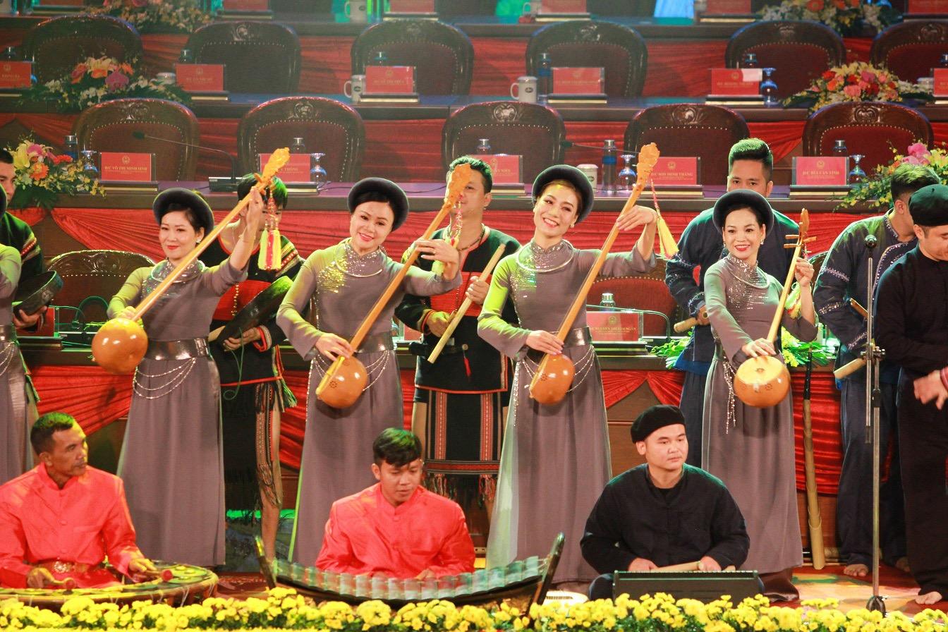 Các nghệ sĩ Thái Nguyên, Cao Bằng biểu diễn đàn tính