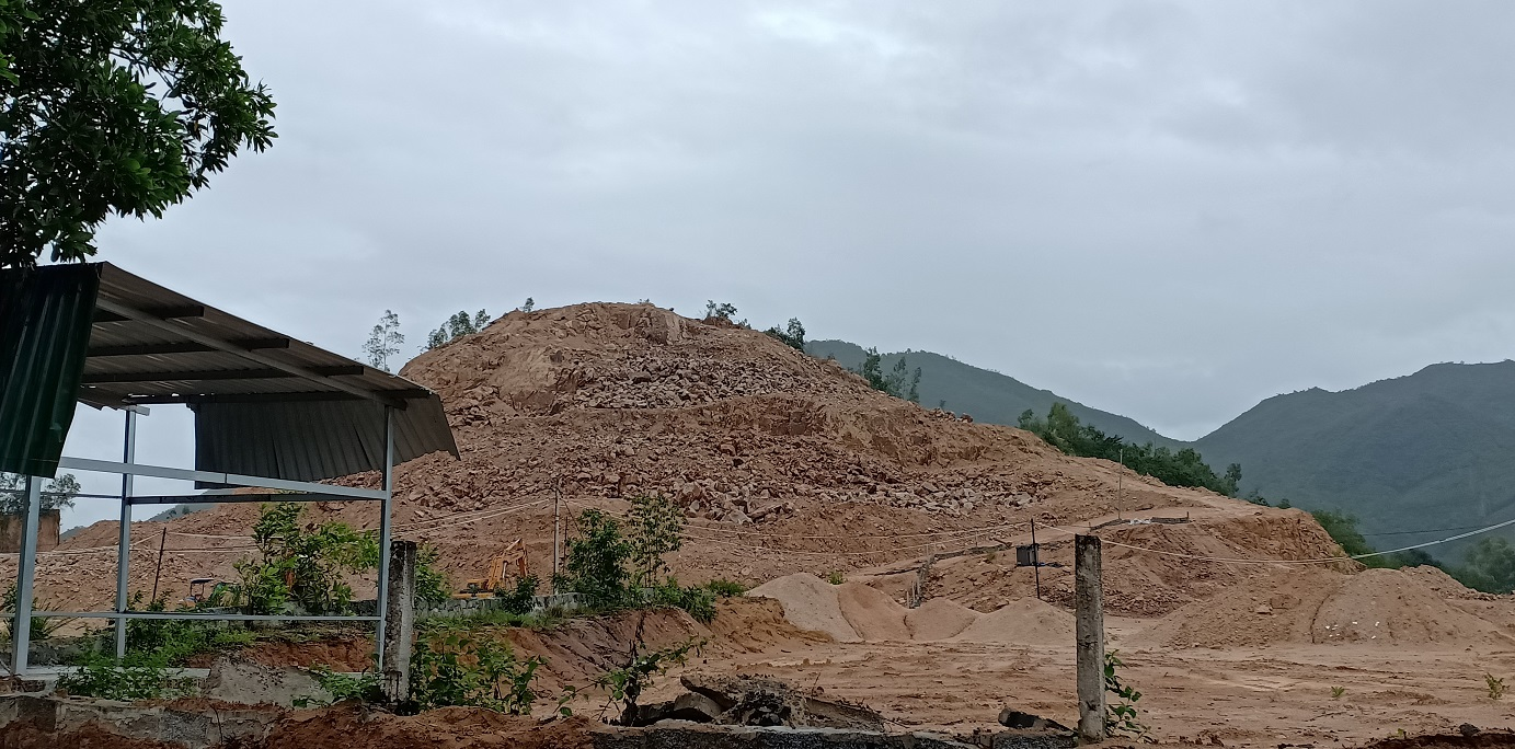 Nhiều quả đồi bị san phẳng để làm khu dân cư