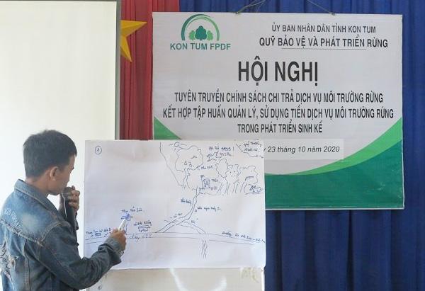 Người dân Kon Tum tham gia tìm hiểu về Chính sách chi trả DVMTR