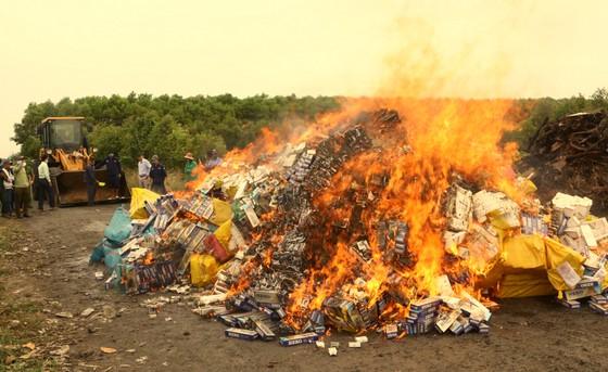Hơn 164.000 bao thuốc lá nhập lậu trên địa bàn tỉnh Sóc Trăng được tiêu hủy