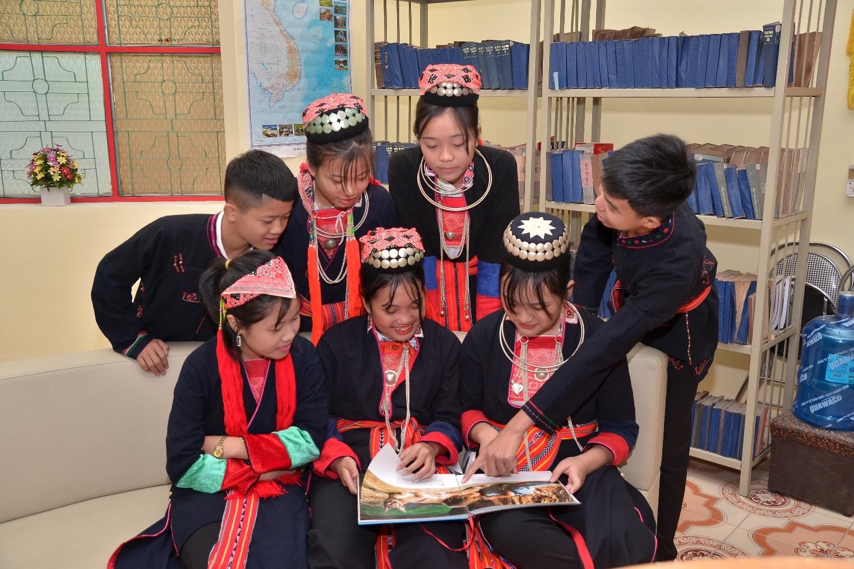 Các em học sinh người Dao Thanh Y của Trường Lý Tự Trọng
