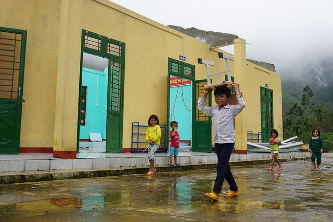 Điểm trường Trà Khương của Trường tiểu học Trà Lâm, huyện Trà Bồng chênh vênh bên núi lở sau bão