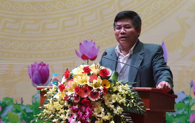Thứ trưởng, Phó Chủ nhiệm Ủy ban Dân tộc của Chính phủ Y Thông phát biểu tại hội nghị.