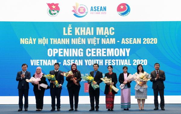 Đại diện Đại sứ quán các nước ASEAN tại ngày hội. Ảnh: Trung ương Đoàn TNCS Hồ Chí Minh